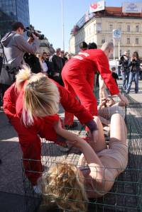 Anti-fur protest Zagreb 2009 q [ 151.75 Kb ]
