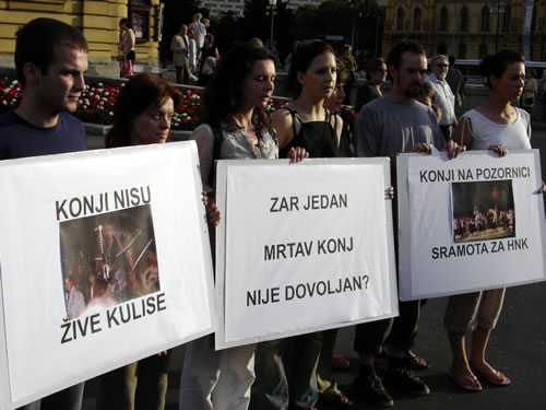 Protest in front of Croatian National Theater 2